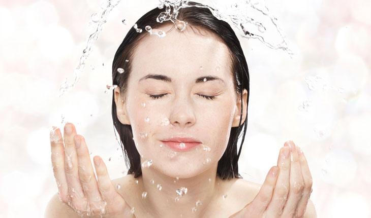 Rửa Mặt Bằng Sữa Tươi