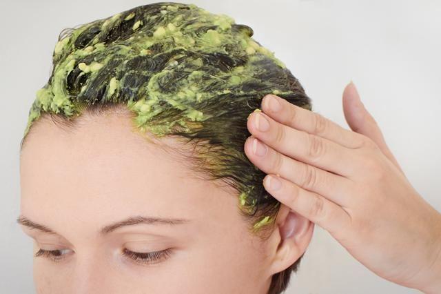 Cách làm tóc mọc nhanh dài và dày rất tốt chính là sử dụng mặt nạ quả bơ nhé