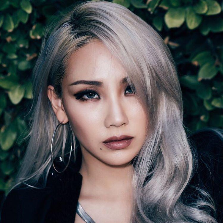 Tóc bạch kim là màu tóc rất mốt cho nàng da ngăm