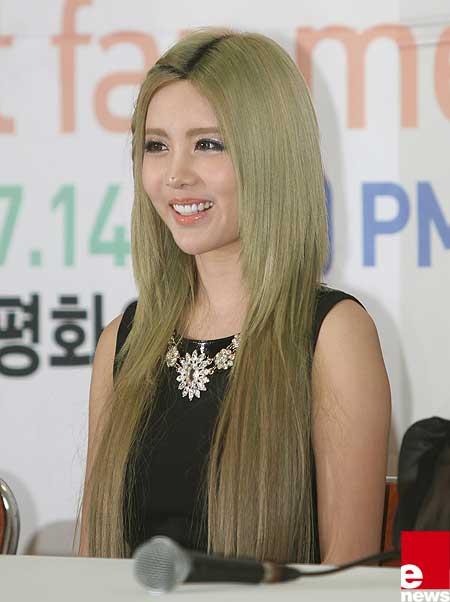 Màu tóc rêu ánh vàng hiện đại
