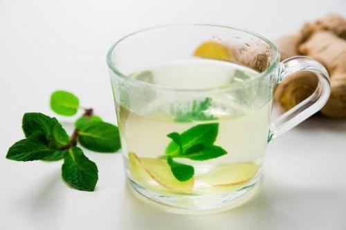Công thức uống trà gừng bạc hà giảm cân