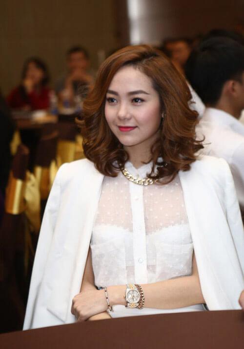 Kiểu tóc đang yêu này được Minh Hằng diện trông rất thời trang