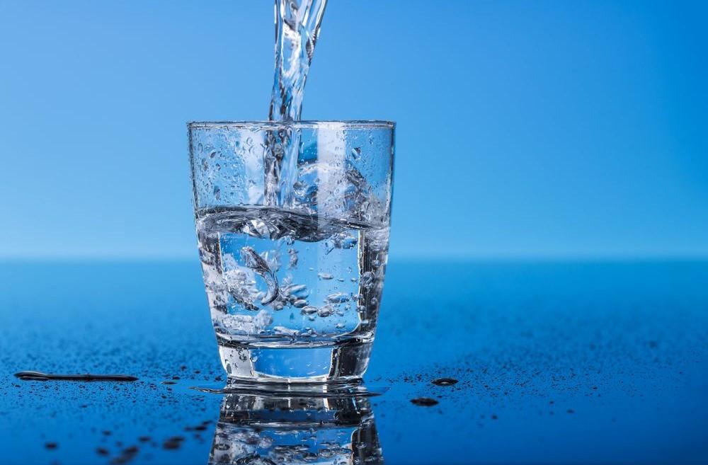 Bạn nhớ uống nhiều nước để mỡ thừa cánh tay mau chóng biến mất nhé